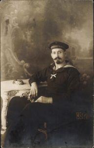 Foto Ak Deutscher Seemann in Uniform, Kaiserliche Marine