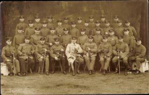 Foto Ak Deutsche Soldaten in Uniform, Gruppenbild