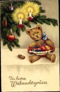 Ak Teddy mit Gabenteller unter dem Weihnachtsbaum, Kerzen