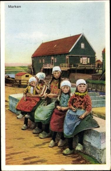 Ak Marken Nordholland, Mädchen in Trachten