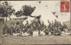 Foto Ak Französische Soldaten in Uniformen, Zelte