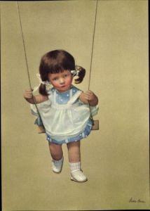 Ak Käthe Kruse Puppen, Mädchen auf einer Schaukel