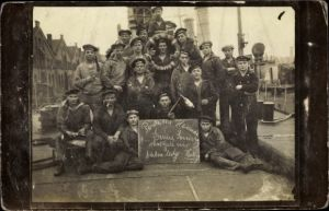 Foto Ak Seeleute, Gruppenbild, Reservisten, Parole Heimat, SMS Kolberg