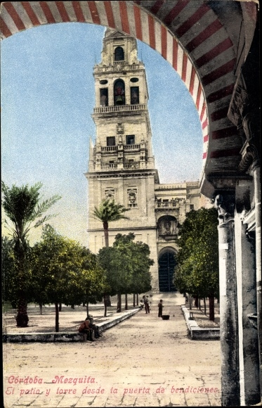 Ak Cordoba Andalusien Spanien, Mezquita, El patio y torre desde la puerta de benediciones
