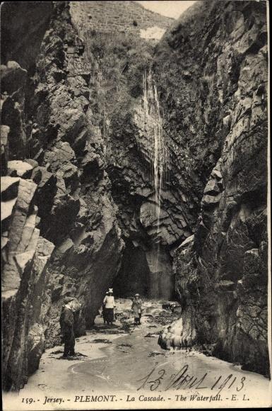 Ak Plemont Jersey Kanalinseln, La Cascade, Felsen, Wasserfall