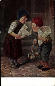 Künstler Ak Kaulbach, Hermann, Junge mit Steckenpferd, Mädchen, Zeitungstüten