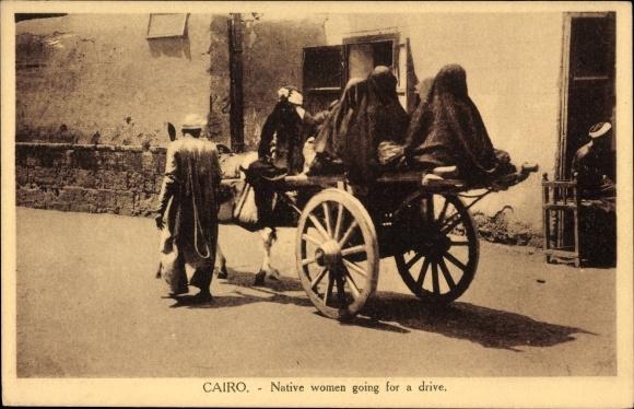 Ak Cairo Kairo Ägypten, Native women going for a drive, ägyptische Frauen auf einem Eselskarren 0
