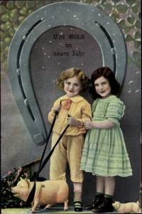 Ak Glückwunsch Neujahr, Junge, Mädchen, Hufeisen, Schweine, Kleeblätter