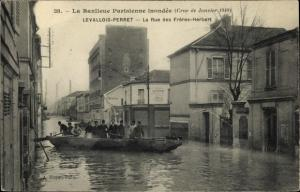 Ak Levallois Perret Hauts de Seine, Rue des Freres Herbert, Inondation 1910