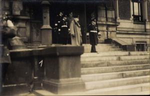 Foto Ak Generalfeldmarschall Paul von Hindenburg, Admiral von Hollmann, Marine Offiziere