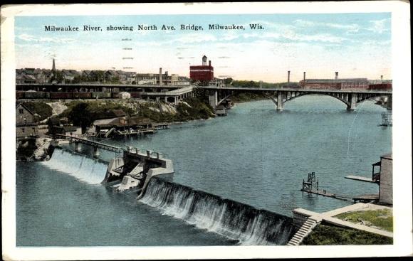 Ak Milwaukee Wisconsin USA, Milwaukee River, showing North Avenue Bridge