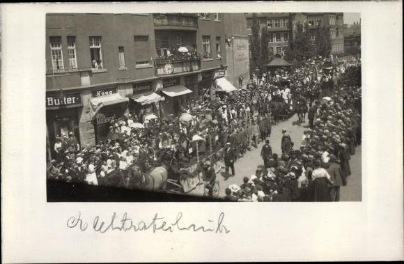 Foto Ak Erfurt, historischer Festumzug, Festwagen, Molkereigeschäft