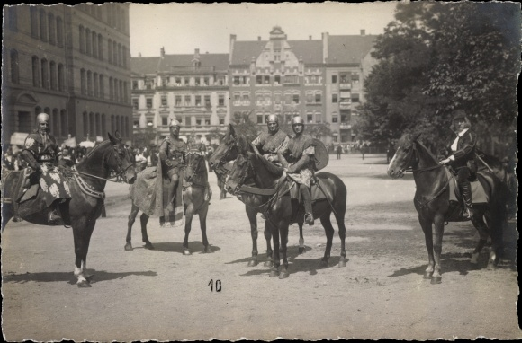 Foto Ak Erfurt, Reiter in historischen Kostümen, Festzug