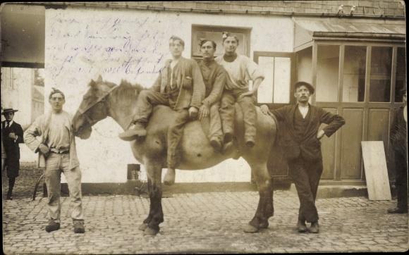Foto Ak Börßum in Niedersachsen, Drei Männer auf einem Pferd