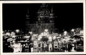 Ak Berlin, Weihnachtsmarkt bei Nacht, Berliner Dom