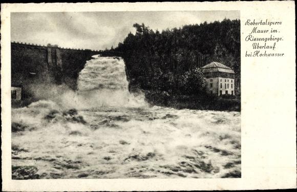 Ak Pilchowice Mauer Wleń Lähn Schlesien, Bobertalsperre, Überlauf bei Hochwasser