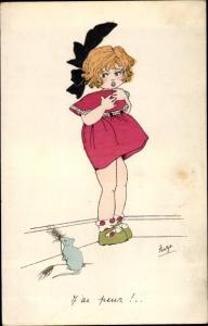 Künstler Ak J'ai peur, Mädchen fürchtet sich vor einer Maus