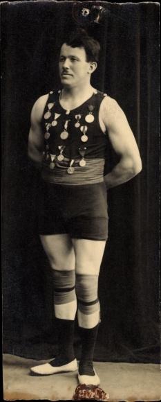Mini Foto Ak Ringer mit Medaillen, Portrait