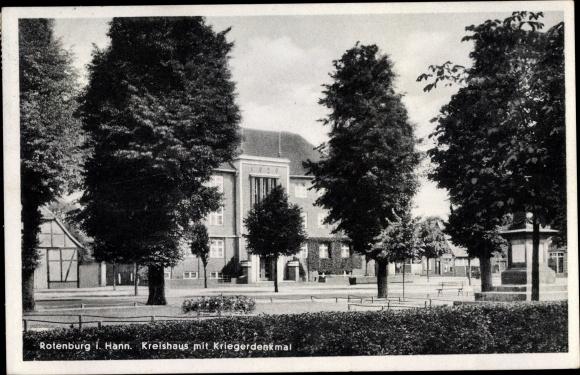 Ak Rotenburg Wümme Niedersachsen, Kreishaus mit Kriegerdenkmal