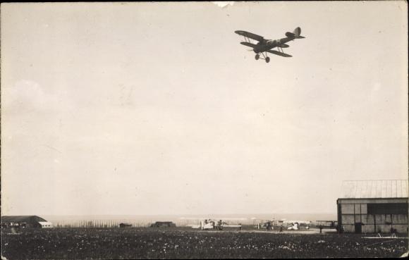 Foto Ak Französische Militärflugzeuge, Flughafen
