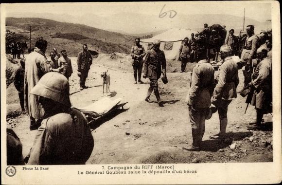 Ak Riff Marokko, Campagne, Générale Goubeau salue la dépouille d'un héros