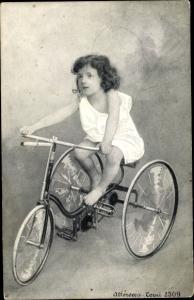 Ak Kind auf einem Dreirad