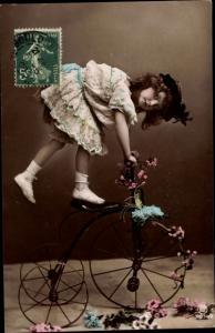 Ak Mädchen auf einem Dreirad, RPH