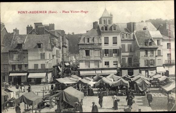 Ak Pont Audemer Eure, Place Victor Hugo, marche