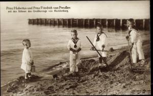 Ak Prinz Hubertus und Prinz Friedrich von Preußen, Söhne des Großherzogs von Mecklenburg