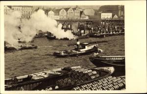 Ak Hamburg, Hafenpartie, Schlepper auf der Elbe, Binnenschiffe, Warentransport