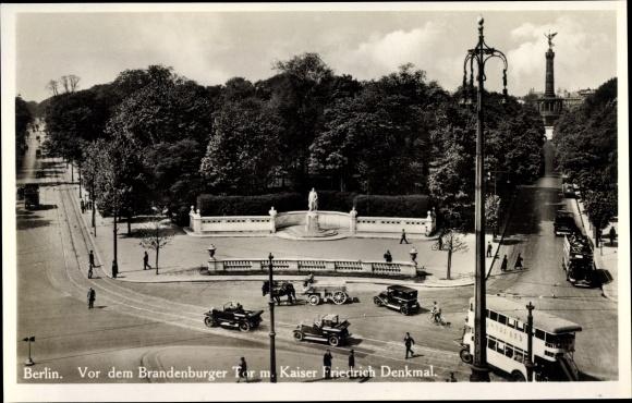 Ak Berlin Tiergarten, Vor dem Brandenburger Tor, Kaiser Friedrich Denkmal 0