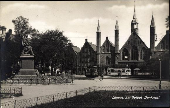 Ak Lübeck in Schleswig Holstein, Am Geibel Denkmal, Heiliggeistspital, Straßenbahnen 0