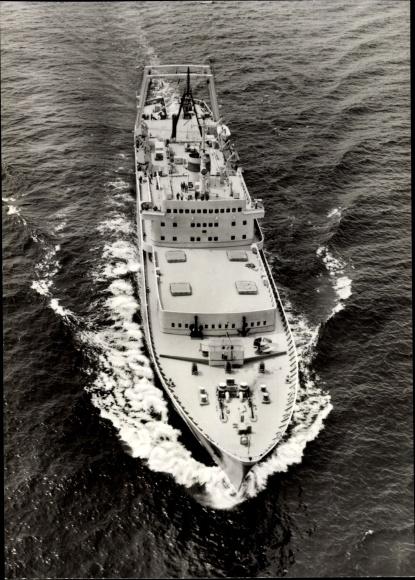 Ak Transport- und Verarbeitungsschiff Junge Garde 0