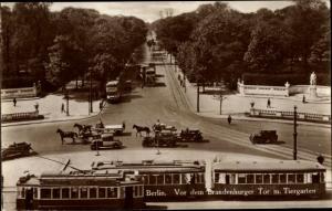 Ak Berlin Tiergarten, Vor dem Brandenburger Tor, Kaiser Friedrich Denkmal, Straßenbahn