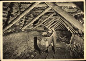 Ak Auslauf einer Schüttelrutsche, Holzausbau, Bergmann