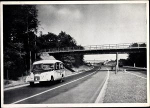 Ak Reichsbahn Kraftomnibus auf der Autobahn