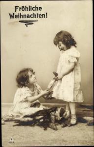 Ak Glückwunsch Weihnachten, Zwei Mädchen, Tannenzapfen, PH 4212 5