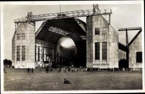 Ak Luftschiff Graf Zeppelin startbereit, LZ 127, Zeppelinwerft