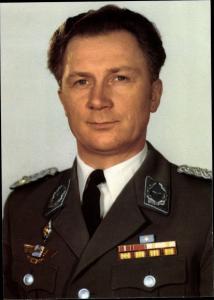 Ak Kosmonaut Sigmund Jähn, erster Fliegerkosmonaut der DDR, Portrait