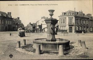 Ak Commentry Allier, Place de l'Hôtel de Ville, la Fontaine