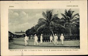 Ak Boma DR Kongo Zaire, Comte de Turin passant devant le Front des Troupes, Kolonialtruppen