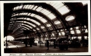 Ak Milano Mailand Lombardia, Stazione Centrale, Tettoie, Bahnhof, Innenansicht