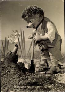 Ak Mecki der Igel beim Umgraben eines Gartens, Maulwurf, Narzissen