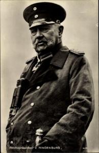 Ak Reichspräsident Paul von Hindenburg, Portrait in Uniform