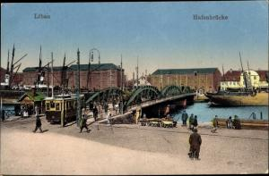Ak Liepaja Libau Lettland, Hafenbrücke, Straßenbahn