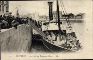 Ak Honfleur Calvados, Uferpartie, L'Arrivie du Bateau du Havre