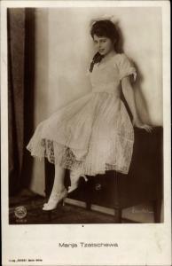 Ak Schauspielerin Manja Tzatschewa, Portrait im weißen Kleid