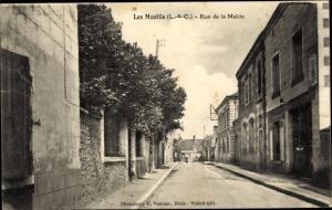 Ak Les Montils Loir et Cher, Rue de la Mairie