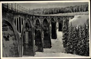 Ak Ernsttal in Thüringen, Brücke bei Ernsttal am Rennweg, Winter