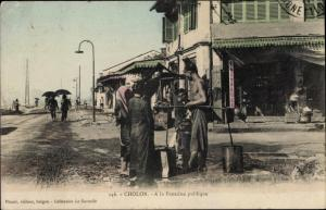 Ak Cholon Vietnam, A la Fontaine publique
